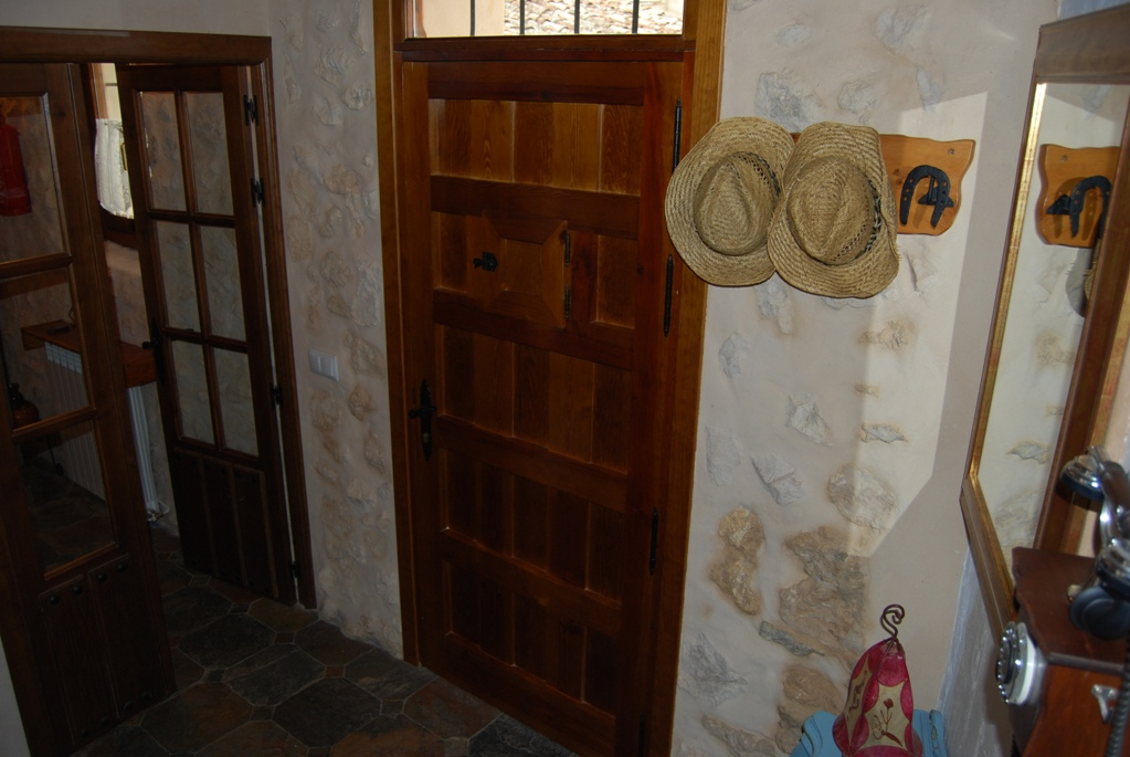 11 detalle entrada - Casa rural con chimenea